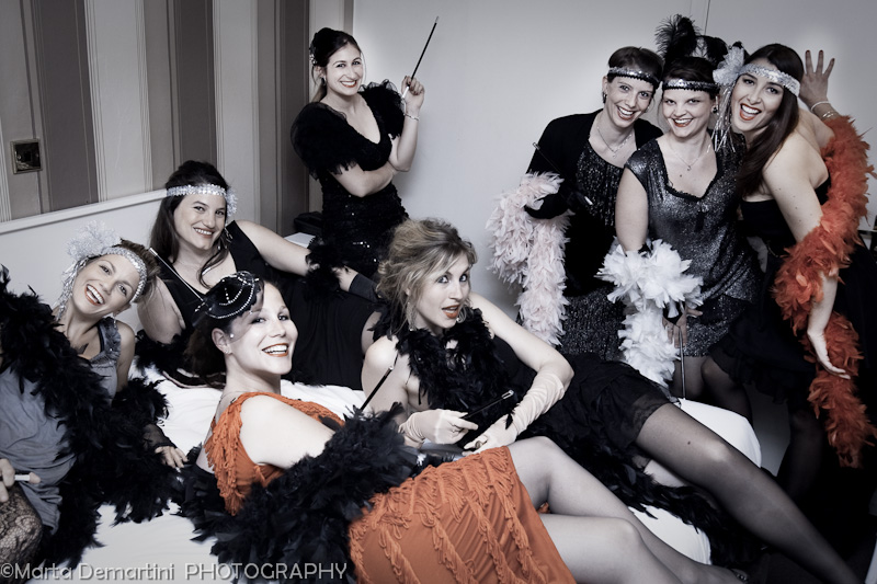 EVJF Londres: Salome' and her hen party girls pose in their hotel room, London